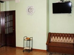 СВОБОДНА Квартира посуточно в Центре Киева 3х комнатная Дворец Украина 700 грн.