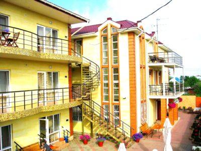 Требуется горничная в отель на курорт Затока Одесская обл.
