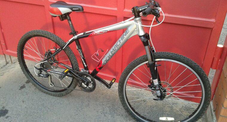 Продам горный Велосипед пррофессиональный Rokmashine Велосипед покупался новым в салоне