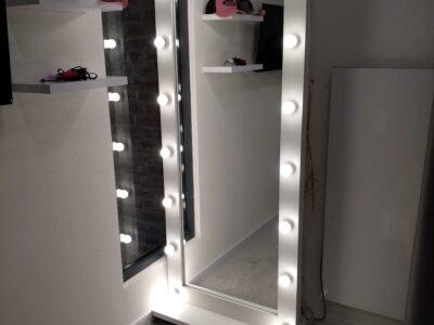 Зеркало с подсветкой гримерное