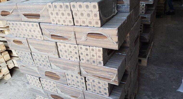 Куплю древесный брикет Пини-кей