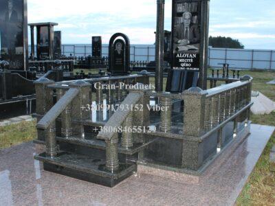 Памятники і мемориальні комплекси від виробника
