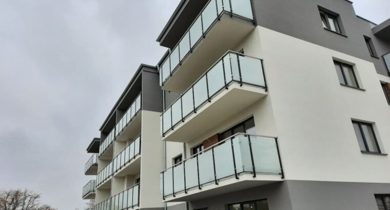 Безрамное остекление для террас, беседок и балконов