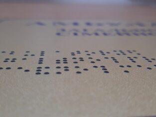 Таблички із шрифтом Брайля!