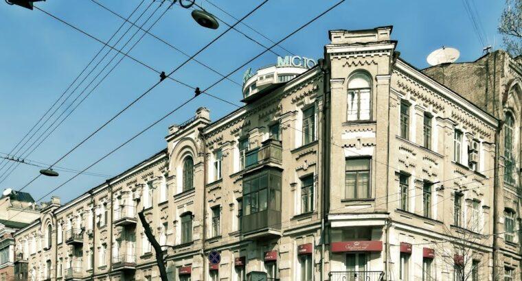 Продажа 3к квартиры с мансардой в царском доме, Львовская площадь.