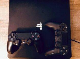 PS 4Pro 1 TB +2 джойстика