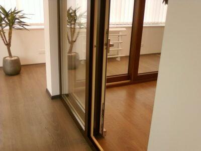 Раздвижные балконные двери – выход на балкон.