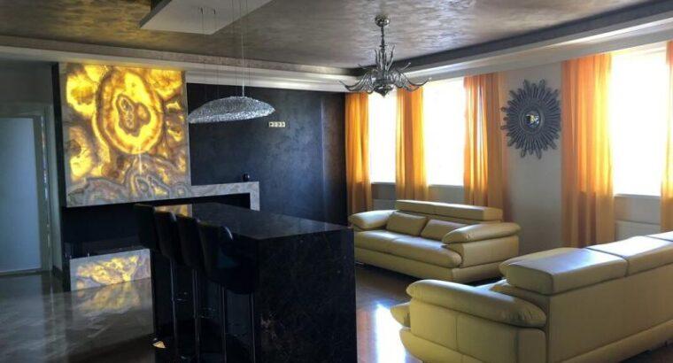 В Новом доме 4-х комнатная квартира в Центре. Район Набережной